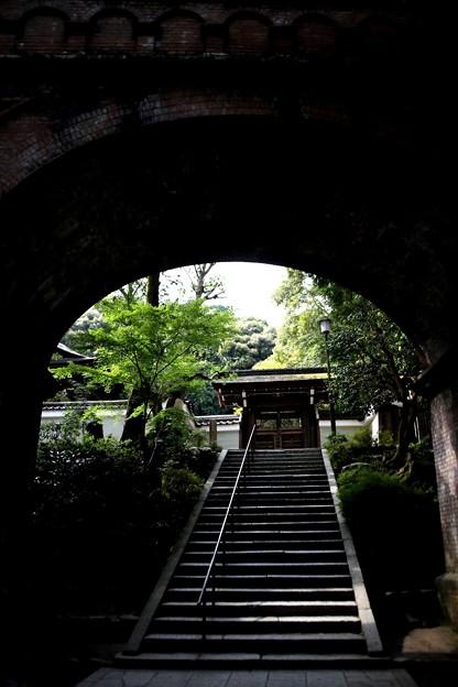 Photos: 水路閣より寺院風景