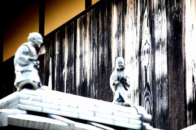 Photos: 屋根に人物像2