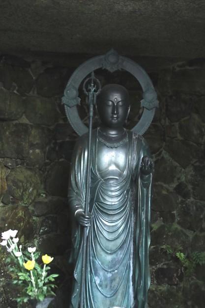 法然院の外の仏像