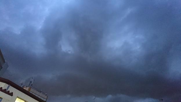 雨雲が近づいてるって…こいつか?