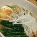 写真: 健美堂の、黄金豚骨味噌柳麺。先週食べたのとは別物の仕上がり。スー...