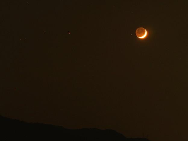 月齢3.1の月と土星(10月16日)