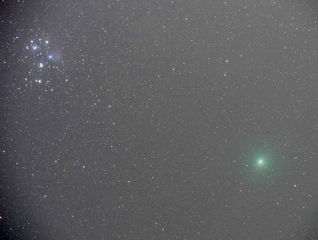 昴とウィルタネン彗星(12月15日)