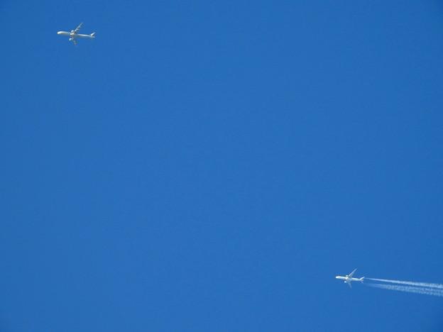 Photos: 一万メートル上空の競争 (1)