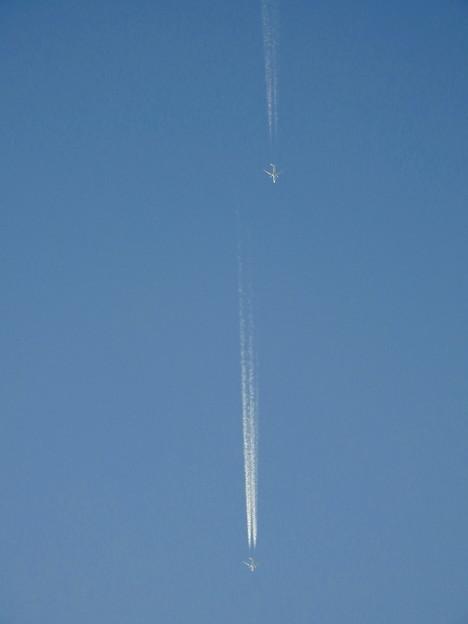 Photos: 一万メートル上空の競争 (2)