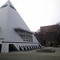 Photos: 学習院大学 中央教室(ピラミッド校舎)