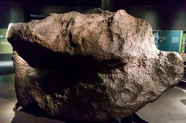 これも隕石かな?