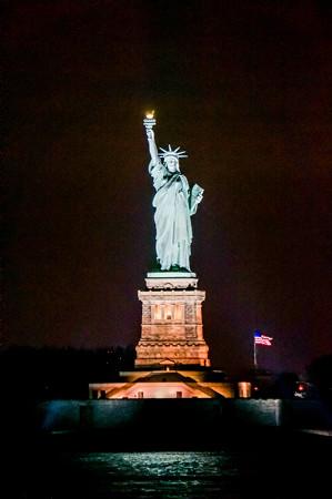 夜の自由の女神は綺麗ですね