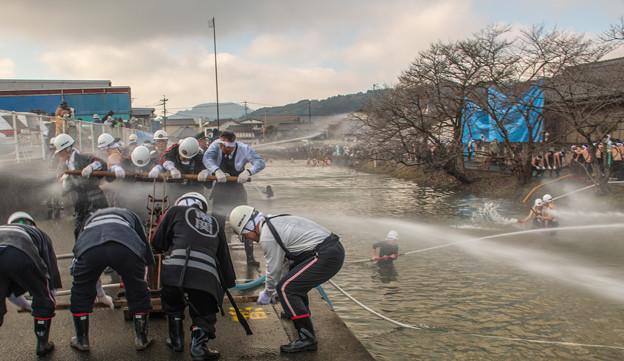 Photos: 放水合戦