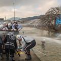 写真: 放水合戦