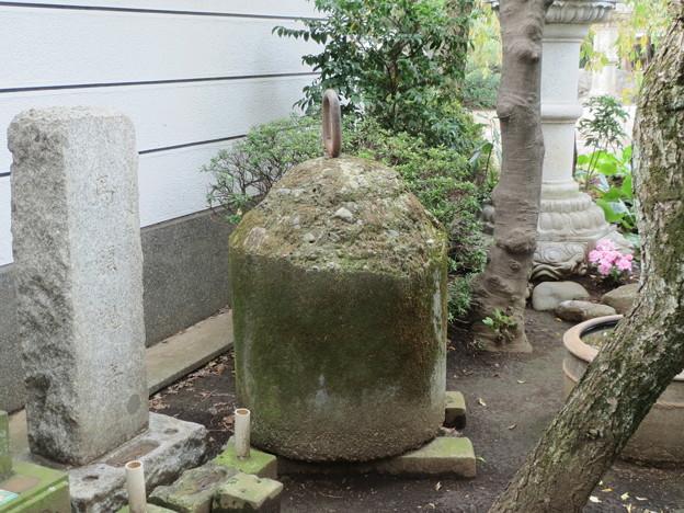 梵鐘と同じ重量の、コンクリートの重し