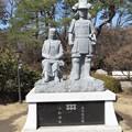 Photos: 真田信之と小松姫像