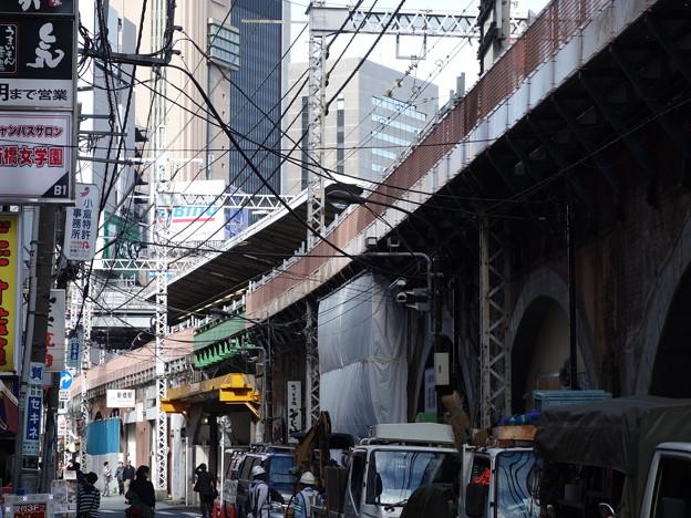 JR高架線沿い (港区新橋)