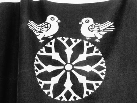 寓生(ほや)に鳩, 御成通の旗の家紋 (神奈川県鎌倉市御成町)