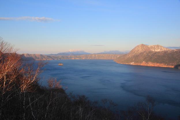181125-3初冬の摩周湖から望む斜里岳