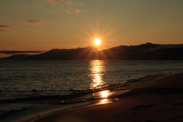 Photos: 羅臼岳に日が昇る