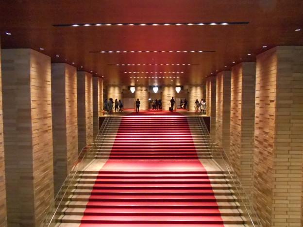 1222-杉山清貴-フェスティバルホール-階段