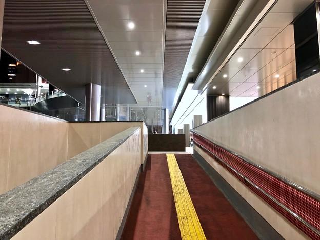 広島駅 新幹線口 地下自由通路 スロープ  広島市南区松原町 2018年5月12日