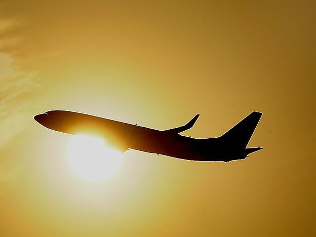 ANA機夕日を浴びて