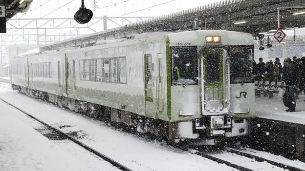 キハ110 快速あがの どか雪 会津若松にて