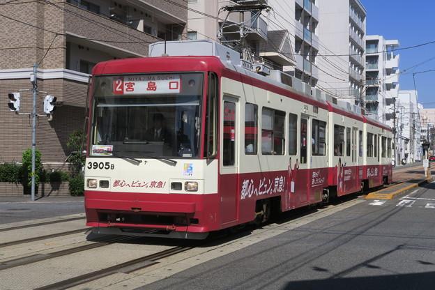 赤い電車は都心へビュン!