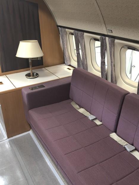 YS-11 52-1152 機内 VIP用ラウンジ IMG_2028