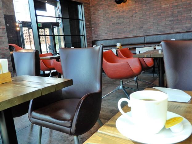 梅田スカイビルタワーイースト1階の喫茶店 (2)