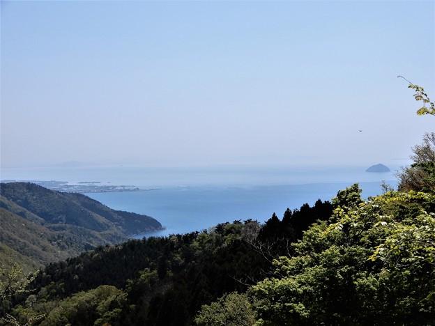 680賤ケ岳山頂から長浜市街、琵琶湖、竹生島を望む