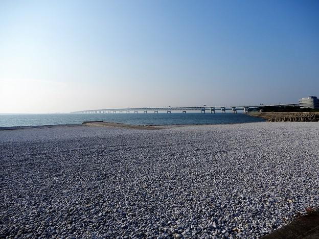 26マーブルビーチから関空大橋を望む