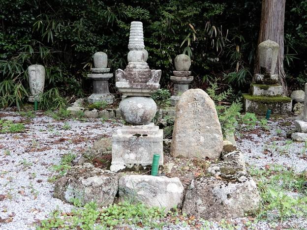 31赤田栄公墓