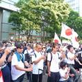 写真: 日本を滅ぼそうとする反天連に抗議する日本人。(反日情報媒体であるTVや新聞はこのことを隠蔽してしています。