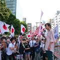 写真: マイクを握る彼は、今年19歳の青年です。彼も赤の反天連から日本を護るために懸命です。