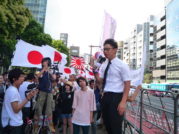 日本を滅ぼそうとする反天連が来るまでの間、行動する保守や、日本第一党の弁士が説明や演説をします。