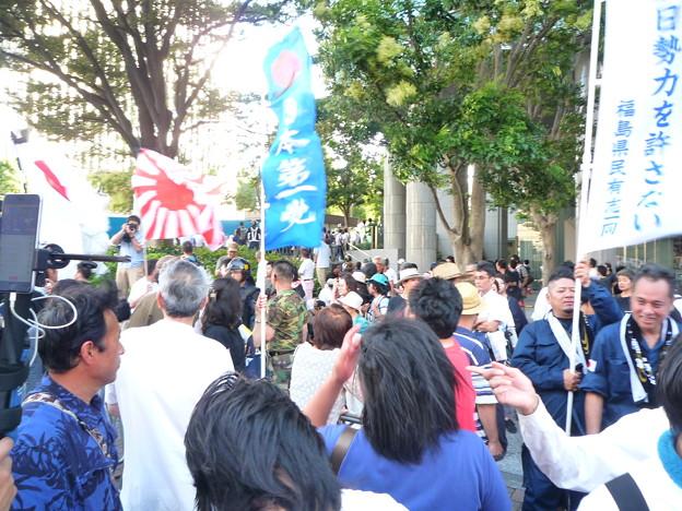 皇統や靖国神社を共産の反天連から護るために、九州や北海道から駆けつけた方々もおられます。