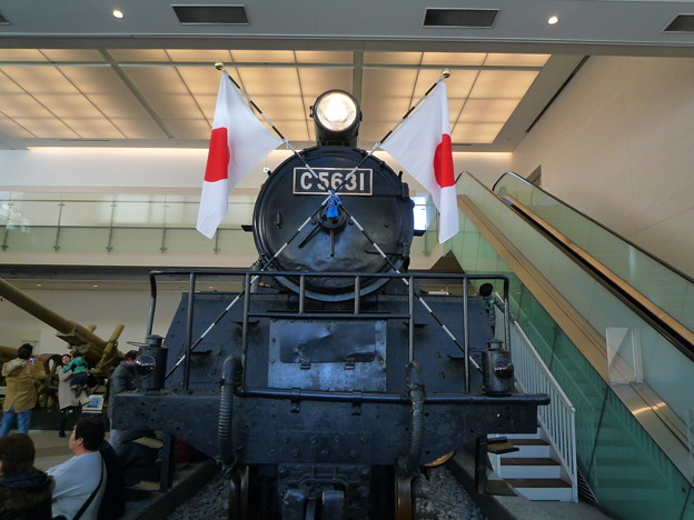 魅力的な蒸気機関車、日の丸がとても美しいです。