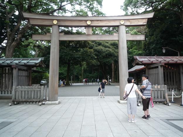 東の神門から出ると東の大鳥居があります