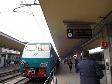 ジェノヴァ行き快速(トリノ・ポルタ・ヌオーヴァ駅)