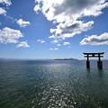 写真: 琵琶湖の社