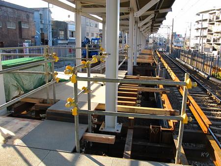 工事中の小島新田駅2