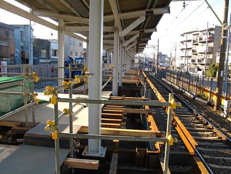 工事中の小島新田駅3