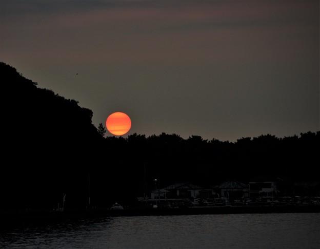 写真: 落ちる夕陽