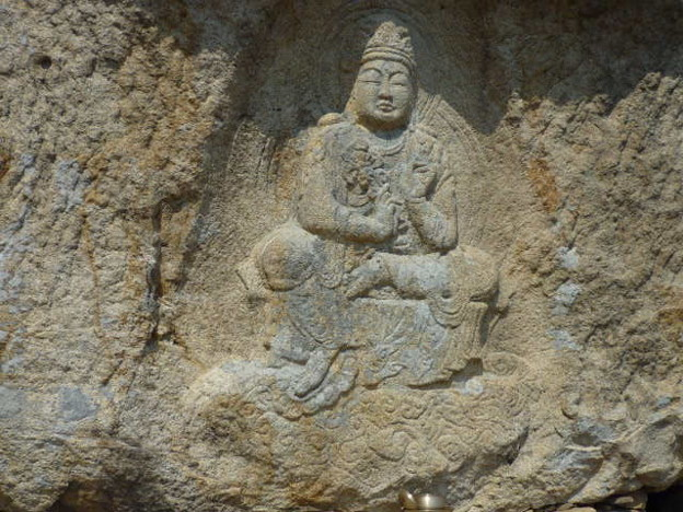 下界をみそなわす磨崖菩薩~韓国慶州 Rock-cut Bodhisattva on the cliff