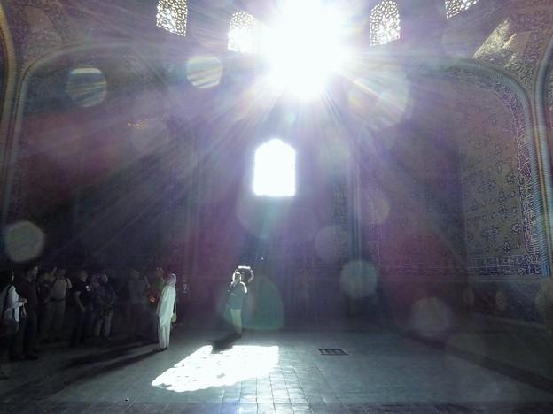 写真: フレアとかゴーストってこのこと?~エスファハーン Sheikh Lotfollah Mosque