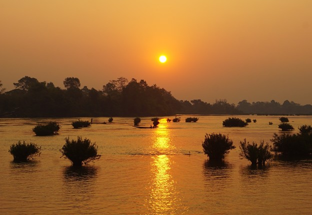 メコンの朝~ラオス Golden Sunrise
