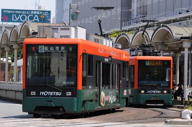 ハタダ広告電車