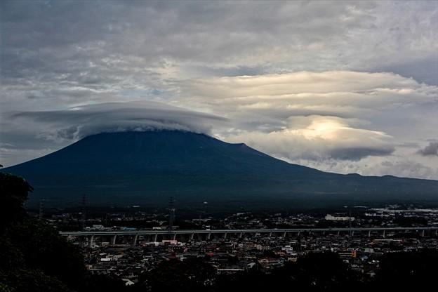 9月1日富士宮市からの富士山~ かっこいい傘雲と吊るし雲がでています(^ ^)