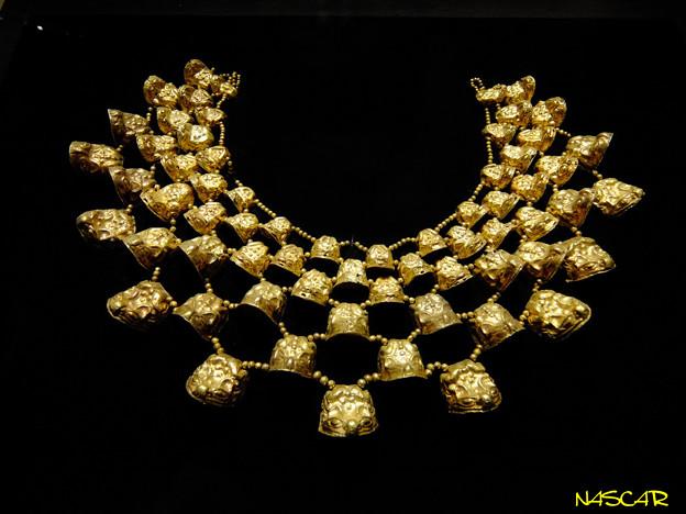 金の胸飾り 07022018