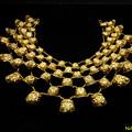 写真: 金の胸飾り 07022018