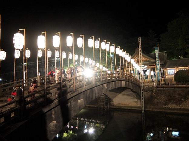 和霊神社 祭りの後5 神社を出る神輿担ぎの人々