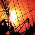 写真: 海王丸と夕日